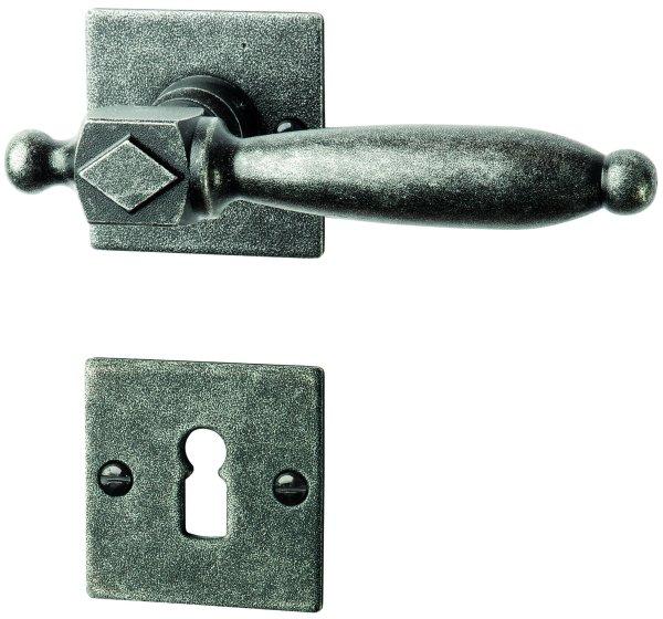 Rosettengarnitur in Eisen schwarz passiviert (BB). Rosette: 52x52 mm, Griff: 130 mm Bild1