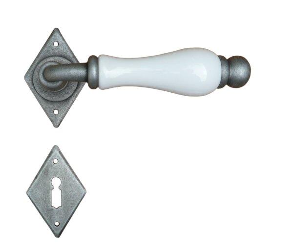 Rosettengarnitur in Eisen verzinkt Silber (BB). Rosette: 70x45 mm, Griff: 125 mm Bild1