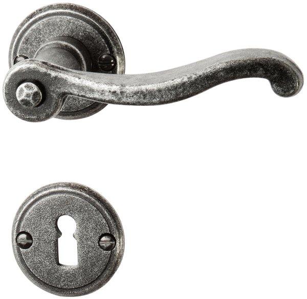 Rosettengarnitur in Eisen schwarz passiviert (BB). Rosette: 53 mm, Griff: 120 mm (BB). Bild1